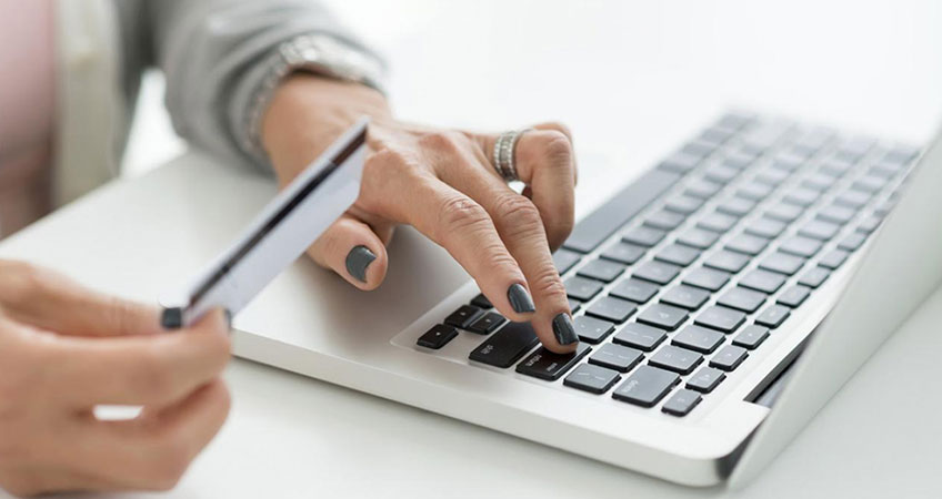 woman buy online